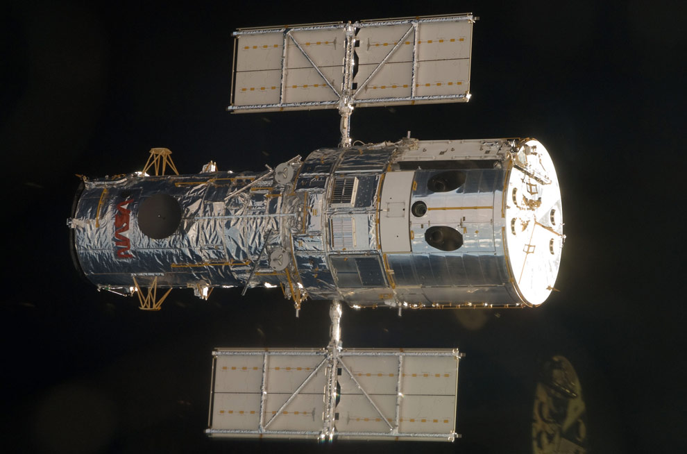 Hubble space telescope sending photos to Earth - our blue planet - Hubble repair mission in 2009